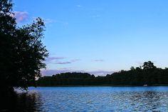 Abendstimmung auf dem Möllensee. BunBo, das Bungalowboot – Hausbootferien mit Smutje Paul, dem Kapitän und Mister Pink [Gudelacksee, Möllensee] | Arthurs Tochter kocht von Astrid Paul. Der Blog für Food, Wine, Travel & Love