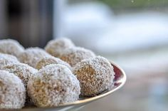 Tvarohovo-kokosové guľky Krispie Treats, Rice Krispies, Desserts, Food, Tailgate Desserts, Deserts, Essen, Postres, Meals