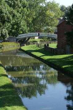 Braunston Turn.    Grand Union Canal, Northamptonshire