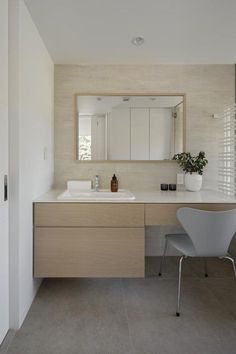 This could work too-one sink and dressing table. Natural Interior, Simple Interior, Interior Design, Room Interior, Laundry In Bathroom, Washroom, White Marble Bathrooms, Powder Room, Living Room Designs