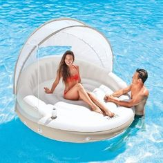 Stylish pool float with canopy