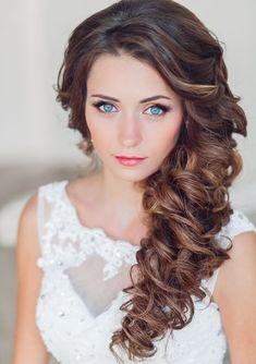 Brautfrisur seitlich getragen- mädchenhaft-romantisch