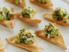 Avocadosala mit Fladenbrot auf libanesische Art ist ein Rezept mit frischen Zutaten aus der Kategorie Fruchtgemüse. Probieren Sie dieses und weitere Rezepte von EAT SMARTER!