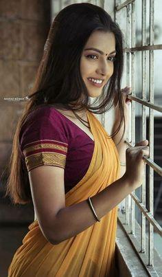 Beautiful Girl Indian, Most Beautiful Indian Actress, Beautiful Saree, Most Beautiful Women, Indian Natural Beauty, Indian Beauty Saree, Asian Beauty, Beauty Full Girl, Cute Beauty