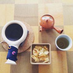 冠茶(かぶせ茶)をほうじ茶にピリッとした苦味が堅揚げポテチと似合う #炒りたて #ほうじ茶 #かぶせ茶