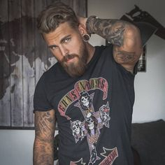 COOL BEARDS STYLES today's men would like to grow their beard because it currently becomes a trend. The beard may look disgusting, but if you can take care. Rugged Style, Rugged Men, Beard Styles For Men, Hair And Beard Styles, Mens Hairstyles With Beard, Barba Grande, Sexy Tattooed Men, Bearded Tattooed Men, Hot Bearded Men