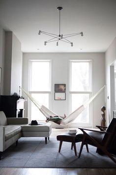 White walls dark furniture >>> ds r