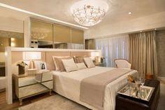 Quarto com cama no centro - ótima ideia para ganhar espaço em ambientes pequenos! - Decor Salteado - Blog de Decoração e Arquitetura