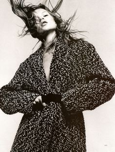 Kate Moss, By Photographer David Sims For US Harper's Bazaar, September 1997 / Free celebrity, entertainment and fashion photos! David Sims, Karl Lagerfeld, Kate Moss Hair, Moss Fashion, Women's Fashion, Kate Moss Style, Fashion Gone Rouge, Miss Moss, Black White