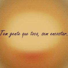 Há momentos, que a presença de pessoas queridas, de amizades que cultivamos, está distante por contingências da vida. A distância é um detalhe que pode ser a ponte, o elo...Impalpável e invisível mas toca e aproxima almas....Lenir Best Quotes, Love Quotes, Inspirational Quotes, Thoughts And Feelings, Positive Thoughts, Portuguese Quotes, More Than Words, Quote Posters, Note To Self