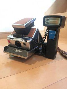 POLAROID SX-70 LAND CAMERA ALPHA1 動作確認済み。(フラッシュも使えます) スレ・キズあり。 白黒フィルムで撮影。ピンボケです。苦笑) NDフィルター付きなので600フィルム推奨です。 (上のフィルムは動作確認テスト用のSX-70 B&Wフィルムです) ・本体 ・フラッシュ(取り外せます。三脚穴で装着) ・NDフィルター(装着済み) ・ストラップ 前の持ち主からのキズ・汚れ等あります。 それらを含め味としてプラスに捉えてくれる方だと嬉しいです。 現在フィルムが高いので...