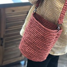 Crochet Tote, Crochet Handbags, Cute Crochet, Knit Crochet, Crochet Bikini Top, Macrame Bag, Knitted Bags, Slow Fashion, Jute
