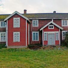 Vanha hirsitalo Hiding Places, Scandinavian Home, Little Houses, Old Houses, Entrance, Shed, Outdoor Structures, Cabin, Traditional