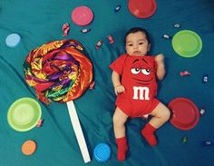 Festa dos doces Funny Baby Photos, Monthly Baby Photos, Baby Girl Pictures, One Month Old Baby, Baby Captions, Baby Boy Decorations, Cute Baby Wallpaper, Baby Album, Newborn Baby Photography