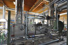 Bulten spart jede Menge Energie  *** Große Einsparpotenziale: In den neuen Anlagen des Bergkamener Schraubenherstellers kommen Abgaswärmetauscher zum Einsatz.  Industriebetriebe, in deren Produktionsprozess große Mengen Abwärme anfallen, haben ein erhebliches Energieeinsparpotenzial. Die Wärme, die häufig ungenutzt mit den Abgasen oder der Abluft entweicht, ist ein energetischer Schatz, den es zu heben gilt. Möglich ist dies mit Abgaswärmetauschern, wie sie die Firma Schräder aus Kamen…
