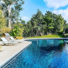 Happy Sunday from beautiful #Brentwood! #974Teakwood is open today from 2:00 - 5:00.  This stunning #midcentury #modern #home opens up to a gorgeous pool area and lush backyard.  To see more go to cindyambuehl.luxury > #realestate > #currentlistings  #linkinprofile #luxuryhome #homeforsale #poolside #theagencyre #luxury #lifestyle
