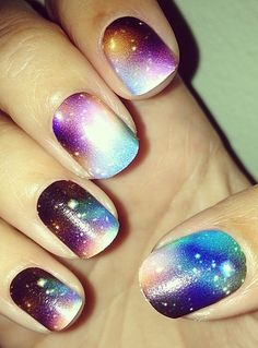 Click to get the look for these gorgeous galaxy nails!