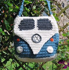 Volkswagon Van purse... so retro cute. She also has a pillow and some other cute VW van patterns.  Ravelry Crochet Pattern for sale.
