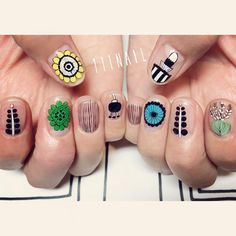 marimekko▪️▫️ボタニカルの生命力を感じるアート⚪️▪️ #nail#art#nailart#ネイル#ネイルアート#marimekko…