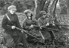 Cumann na mBan, an Irish Republican women's paramilitary organisation formed in Dublin in April 1914 - knew many brave women of the Cumann na mBan.they suffered terribly for the cause.and died too. Irish American, American History, Ireland 1916, Dublin Ireland, Irish Independence, Irish Republican Army, Easter Rising, Erin Go Bragh, Michael Collins