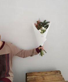 Bouquet du jour | Oursin Fleurs  Lisianthus + chrysanthème + renoncule + sapin