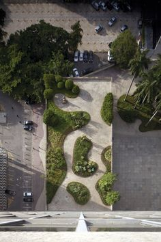 The Visionary Modernist Gardens of Roberto Burle Marx – Rooftop Garden Landscape And Urbanism, Landscape Architecture Design, Garden Landscape Design, Urban Landscape, Garden Landscaping, Classical Architecture, Ancient Architecture, Sustainable Architecture, Landscape Plaza