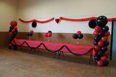 Décoration de salle en rouge et noir - (de Fetes)