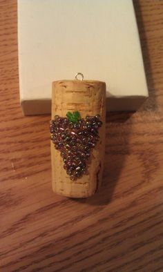 Grapes bunch seed bead wine cork Christmas ornament, pendant, or charm. Wine Craft, Wine Cork Crafts, Wine Bottle Crafts, Wine Bottle Candles, Wine Bottle Corks, Diy Cork, Wine Cork Ornaments, Snowman Ornaments, Ornaments Ideas