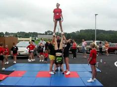 cheerleading stunting I want to do this, but I'd probably get hurt :p Easy Cheerleading Stunts, Cool Cheer Stunts, Cheer Jumps, Cheer Tryouts, Cheer Coaches, Cheer Mom, Team Cheer, Cheerleading Cheers, Cheer Athletics