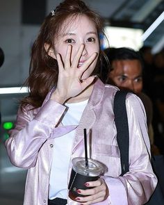 "17 Likes, 1 Comments - @yolanda31938 on Instagram: ""170331 #T_ARA 👑Hyomin  at Incheon Airport going to Thailand  #티아라 #HahmEunjung #ParkJiyeon…"""