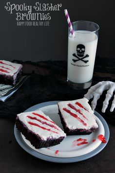Spooky Slasher Brownies. A Spooky sweet with no artificial coloring or dyes. Sure to frighten all ages! // Happy Food Healthy Life