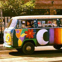 "herbgardening: "" Beautiful bus I saw on my way home! Hippie Vibes, Hippie Art, Hippie Style, My Dream Car, Dream Cars, Woodstock, Kombi Home, 70s Aesthetic, Happy Hippie"