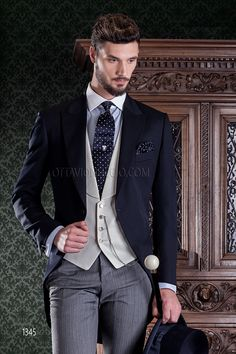 Wedding suit for man with blue wool blend jacket and grey wool pants #menswear #menstyle #groom #tuxedo