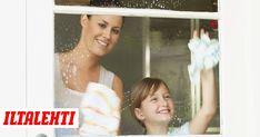 Perusteellinen ikkunanpesijä pesee ikkunat kahdella vedellä. Huuhteluvedessä oleva etikka kun tekee ikkunoista säihkyvät. Prom Dresses, Formal Dresses, Fashion, Dresses For Formal, Moda, La Mode, Fasion, Gowns, Prom Gowns