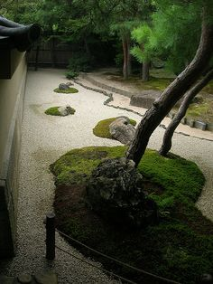 Japanese garden: photo by you_key, via Flickr