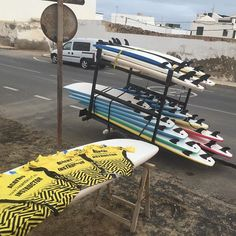 Preparando todo para salir prontito a #surfear con @lasantaprocenter @lasantasurf @albertlasantasurf @acaymofamara @monchilasanta @echedey_famara @airamvolcom @cristianportelli #surflanzarote #surfcamp #surfcours #surfcanarias #surflesson #surfschool #surfshoplanzarote  #escueladesurf #Canarias #islascanarias #surfinstructor #surfistas