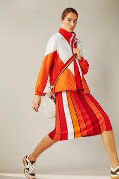 Tory sport spring 2019 ready-to-wear collection - vogue moda esportiva, mod Sport Fashion, Fashion News, Men's Fashion, Fashion Trends, Runway Fashion, Fashion Vintage, Victorian Fashion, Latest Fashion, Fashion Dresses