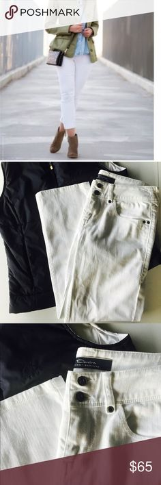 """NWOT Tommy Bahama Cropped White Denim Jeans NWOT Women's Tommy Bahama Cropped White Denim Jeans SIZE 4 Inseam 23"""" Tommy Bahama Pants Capris"""