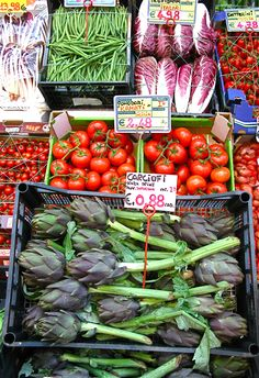 Favorite stops in all countries~the market. (Il mercato - Italy)