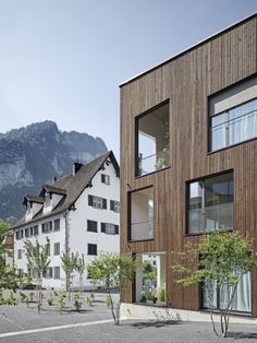 Geviert - Wohnüberbauung in Näfels Style At Home, Archi Images, Wooden Facade, Hotel Architecture, Brick, Exterior, Mansions, House Styles, Building