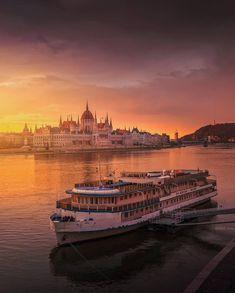 Credit by Instagram >>> ©krenn_imre Visit Budapest, 1st Century, History Museum, Roman Empire, Old Town, Travel Inspiration, Attraction, Sunrise, Castle