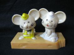 VINTAGE MICE SALT & PEPPER WITH CHEESE PAD MADE IN HONG KONG (HARD PLASTIC)