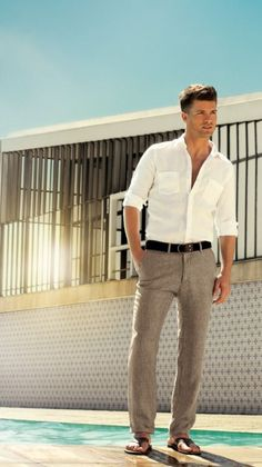 Team a white button-down shirt with grey linen dress pants for a sharp classy look. Dark brown leather sandals will add some edge to an otherwise classic look.