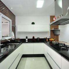 Cozinha Americana Moderna Preta e Branca de Cozinha americana de Condecorar Arquitetura e Interiores - Viva Decora