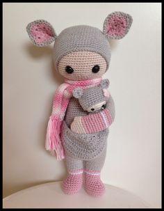 Jag har sneglat länge på Lalylalas  charmiga dockor, och nu har jag äntligen gjort en egen.  Det blev en Kira, virkad i Svarta fårets Tilda...