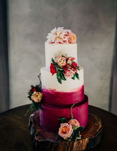 Wow your guests with a berry-inspired color palette at your Fall wedding, including this stunning burgundy brushstroke cake! | Wedding | Wedding Cakes | Wedding ceremony | #wedding #weddingcakes #cakes #weddingideas | www.starlettadesigns.com