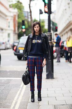 Give your wardrobe an instant update with a pair of check tartan trousers. Tartan, Estilo Fashion, Plaid Fashion, Urban Look, Urban Style, Fashion News, Girl Fashion, Net Fashion, Look Plus
