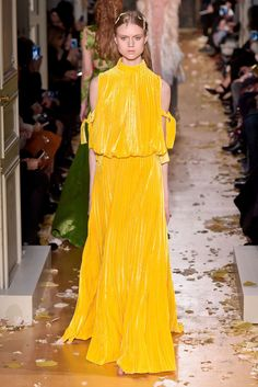 Bright Winter yellow, I think? If not, BSp. | Valentino Spring 2016 Couture Photo by GIovanni Giannoni
