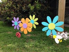 Coastal Lifestyle by ThisLittleCottageOBX on Etsy Wooden Flowers, Large Flowers, Daisy Flowers, Flowers Garden, Wood Yard Art, Wall Wood, Halloween Wood Crafts, Diy Ostern, Spring Crafts