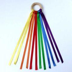 Cinta del viento Waldorf Montessori, Broken Nails, Outdoor Decor, Home Decor, David, Products, Natural Play, Baby Sensory, Color Games